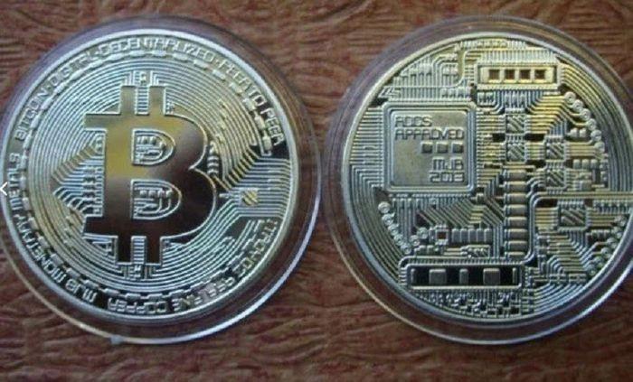 Мошенники продавали сувенирные монеты под видом биткоинов
